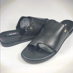 (p268) Dkny Daz Flat Sandal 8.5M